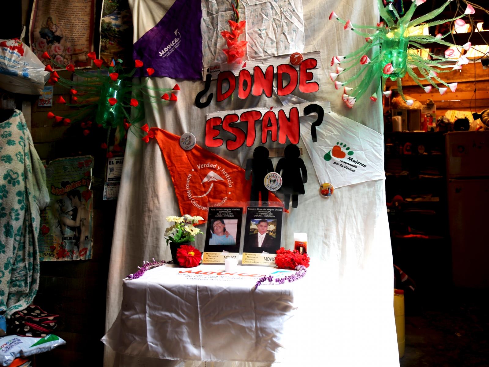 Rosa Edelmira Vergara Martínez: Desaparecida el 30 de Enero de 1993 en Cáceres - Antioquia.  Jhonairo Alexander Vergara Urango: Desaparecido el 12 de enero de 2001 en Caucasia – Antioquia