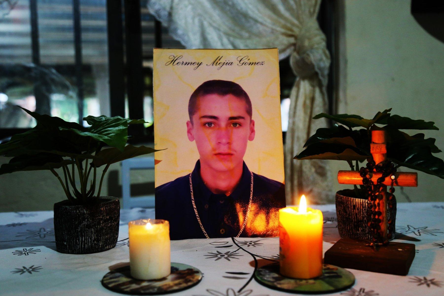Hermey Mejía Gómez: Desaparecido el de Diciembre de 2002 en la Comuna 13 de Medellín.